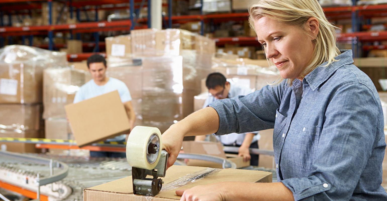 Komplex logistických služeb v oblasti outsourcovaného balení a skladování